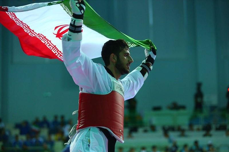 احمدی بر سکوی قهرمانی یونیورسیاد ایستاد