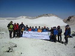 صعود تیم کوهنوردی ارتش به قله 5610 متری دماوند