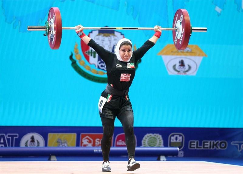 اولین بانوی وزنه بردار  ایرانی در مسابقات جهانی به روی تخته رفت