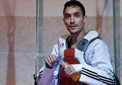 هادی پور جایزه  بهترین ورزشکار مرد سال را از فیزیو دریافت کرد