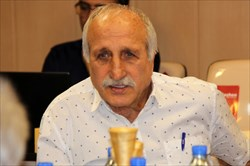 منصور برزگر: چرا سالن آزادی باید چکه کند؟