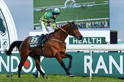 🟢راشل بلک مور، اولین زن اسب سواری که قهرمان مسابقات Grand National شد.