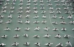 🟢تمرین تای چی به فاصله ۲متری در استادیومی در شهر هاندان چین